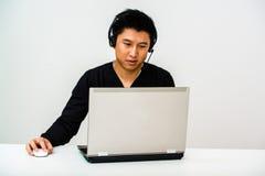 Azjatycki biznesowy mężczyzna z słuchawki obraz stock