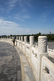 Azjatycki chińczyk, Pekin, Tiantan park, historyczni budynki biali marmurowi poręcze Zdjęcia Royalty Free