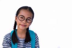 Azjatycki dziewczyny ` s uśmiech i Naramienna torba szczęśliwa i gotowa iść szkoła obrazy royalty free