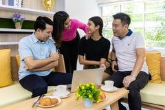 Azjatycki Freelance pracujący spotkanie zdjęcia stock