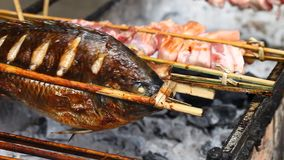Azjatycki grill na kijach zdjęcie wideo