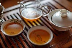 Azjatycki herbaciany ustawiający na drewnianym stole herbaty deska, stół Azjatycka tradycyjna kultura Obraz Stock