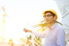 Azjatycki Indiański męski kontrahenta inżynier na miejscu Zdjęcie Stock