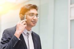 Azjatycki Indiański biznesmen na telefonie Zdjęcia Royalty Free