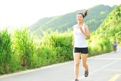 Azjatycki kobieta biegacza biegać plenerowy Obraz Stock