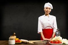 Azjatycki kobieta szef kuchni obraz royalty free