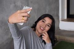 Azjatycki kobiety selfie obrazy royalty free