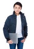 Azjatycki mężczyzna chwyt z laptopem Zdjęcia Royalty Free