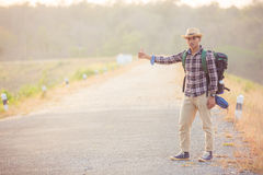 Azjatycki mężczyzna plecak w drodze Zdjęcie Royalty Free