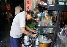 Azjatycki mężczyzna, sklep z kawą, prywatny biznes Zdjęcie Royalty Free