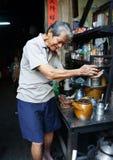Azjatycki mężczyzna, sklep z kawą, prywatny biznes Zdjęcie Stock
