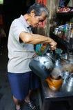 Azjatycki mężczyzna, sklep z kawą, prywatny biznes Fotografia Stock