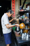 Azjatycki mężczyzna, sklep z kawą, prywatny biznes Obraz Royalty Free