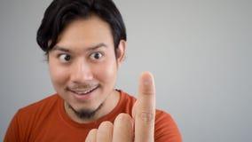 Azjatycki mężczyzna wskazywać Obrazy Royalty Free