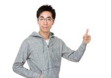 Azjatycki mężczyzna z kciukiem up Obrazy Royalty Free