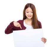 Azjatycki młoda kobieta punkt puste miejsce deska Obraz Stock