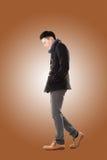 Azjatycki młodego człowieka odczucia zimno Zdjęcia Royalty Free