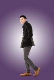 Azjatycki młodego człowieka odczucia zimno Fotografia Stock