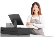 Azjatycki pracownik z kasjera biurkiem obraz royalty free