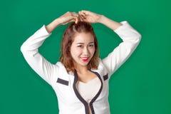 Azjatycki Tajlandzki dama oficer z biznesowym odzieży działaniem Obraz Stock