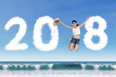 Azjatycki turystyczny doskakiwanie z liczbami 2018 zdjęcia stock