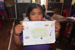 Azjatycki uczeń pokazuje daleko ćwiczenie obrazy royalty free