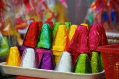 Azjatycki uliczny cukierek w jaskrawej foliowej skorupie fotografia royalty free