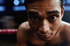 Azjatyckich atleta mężczyzna zmęczony wyrażenie zdjęcia stock