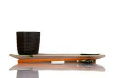 Azjatyckich ceramika obiadowy położenie z drewnianymi chopsticks fotografia royalty free