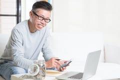 Azjatyckich emerytów pieniężny planowanie Zdjęcia Royalty Free