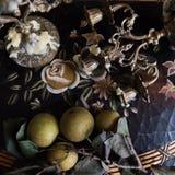 Azjatyckie bonkrety z Antykwarskimi Candlesticks zdjęcie stock