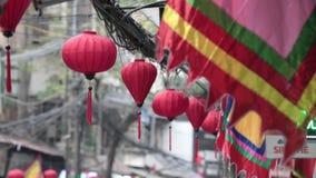 Azjatyckie dekoracje wiesza na ulicach zbiory wideo