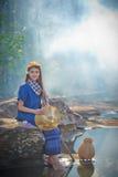 Azjatyckie kobiety pracuje w zatoczce obrazy royalty free
