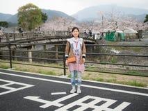 Azjatyckie kobiety przy Nishikyo-ku, Kyoto, Japonia fotografia stock