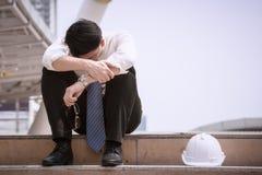 Azjatyckiego biznesmena fachowy nieudany, wzburzony w pracie lub karierze lub fotografia royalty free