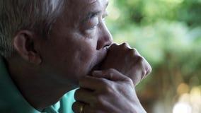 Azjatyckiego starszego mężczyzny zmartwienia przegrany wyrażenie obraz stock