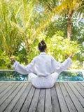 Azjatyckiej damy ćwiczy joga Zdjęcie Royalty Free