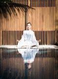 Azjatyckiej damy ćwiczy joga Obrazy Stock