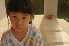 Azjatyckiej dziewczyny uśmiechu radości portreta śliczny młody szczęśliwy pojęcie Obrazy Stock