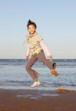 azjatykci dziecko skacze Zdjęcie Royalty Free