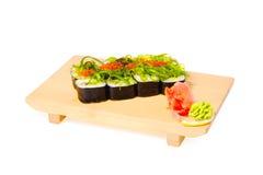 azjatykci jedzenia talerza suszi drewniany Fotografia Royalty Free