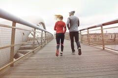 azjatykci piękni pary krajobrazu mężczyzna maratonu piękny drogowi bieg biegacza biegacze target670_1_ trenujący dwa kobiety Zdjęcia Stock