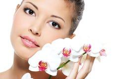 azjatykci piękna kwiatu dziewczyny portret Zdjęcie Stock
