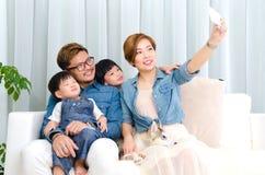 azjatykci rodzinny uroczy Zdjęcia Stock
