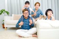 azjatykci rodzinny uroczy Zdjęcia Royalty Free