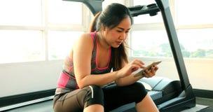azjatykci telefon komórkowy kobiety potomstwa Zdjęcia Royalty Free