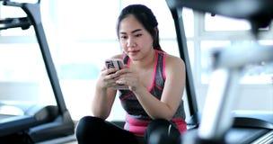 azjatykci telefon komórkowy kobiety potomstwa Zdjęcie Royalty Free