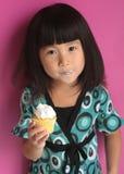 azjatykcia chińska babeczki łasowania dziewczyna trochę Obraz Stock