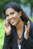 azjatykcia piękna komórka jej telefonu kobiety potomstwa Zdjęcie Stock