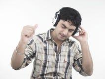 azjatykcia słuchająca męska muzyka Zdjęcie Royalty Free